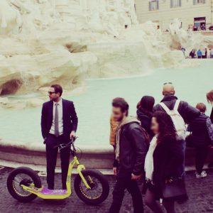 monopattino GreenBoard Fontata di Trevi Roma